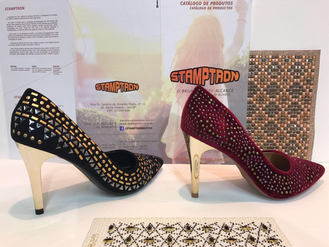 110a1e76d Sobre. Stamptron Atualmente conta com dois setores distintos em suas  instalações: Enfeites em HOTFIX que podem ser aplicados em calçados e ...